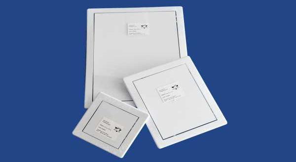Műanyag szervizajtó - 15 x 20 cm - fehér